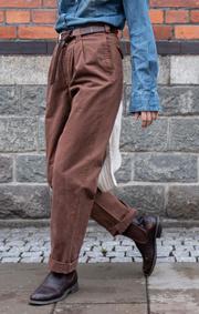 Boomerang - PLEATED CHINO PANT - Brown